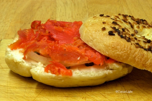 Lox on onion bagel_n