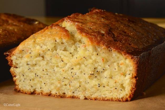 Lemon Poppyseed Drizzle Cake n
