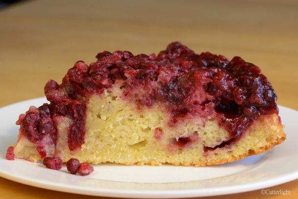 lingonberry-upside-down-cake_n